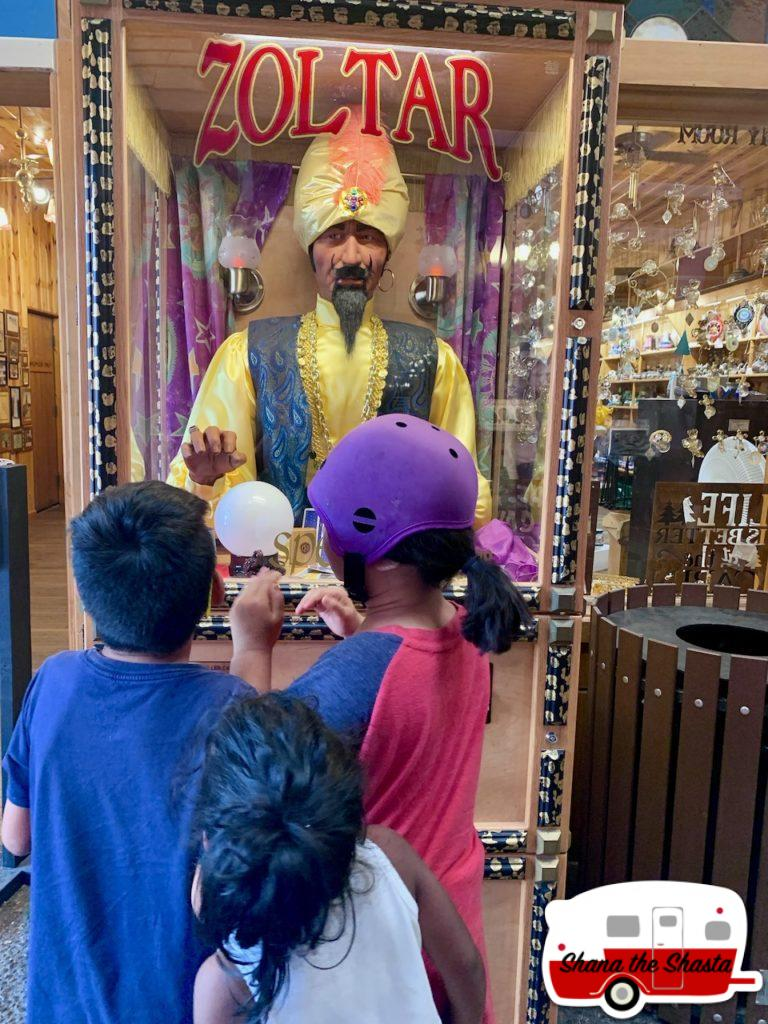 Big-Zoltar-in-Wall-Drug-Store