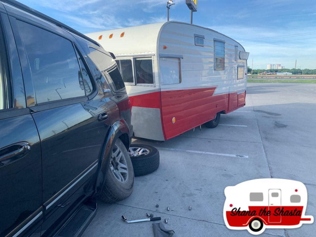 Broken-Jack-Fixing-Flat-in-Wyoming
