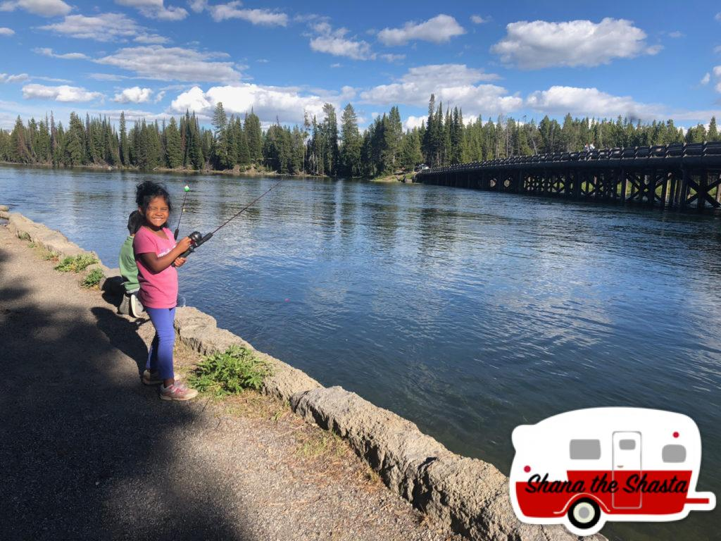 Fishing-at-Fishing-Bridge-of-Yellowstone-River