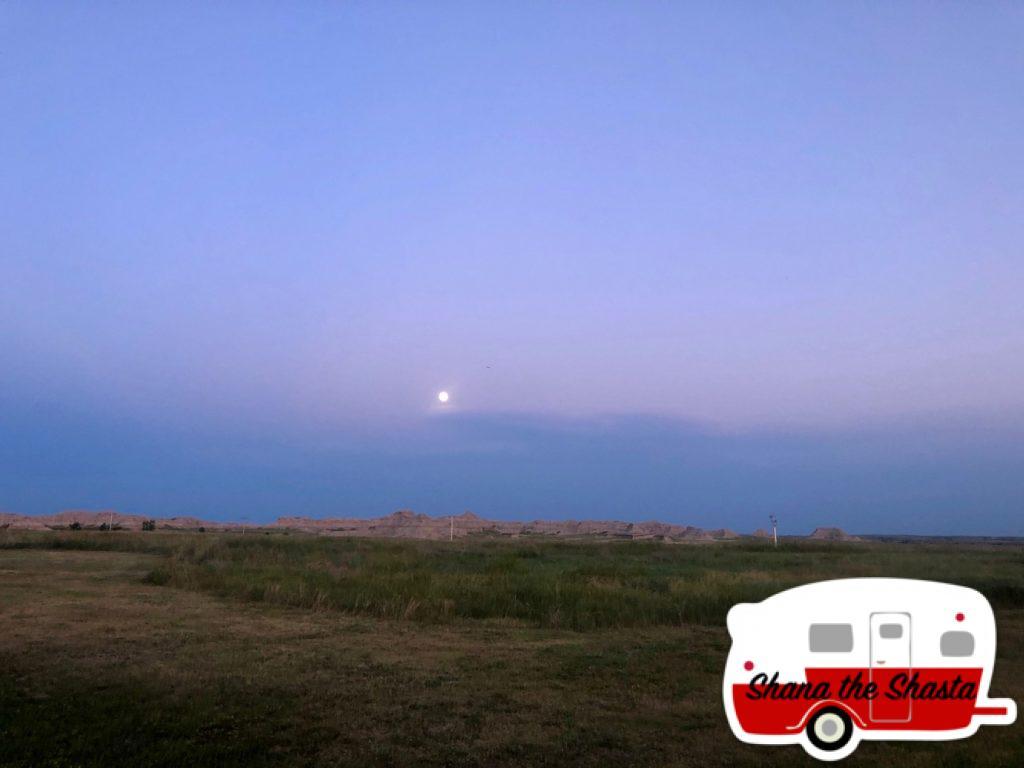 Full-Moon-Over-Badlands-South-Dakota