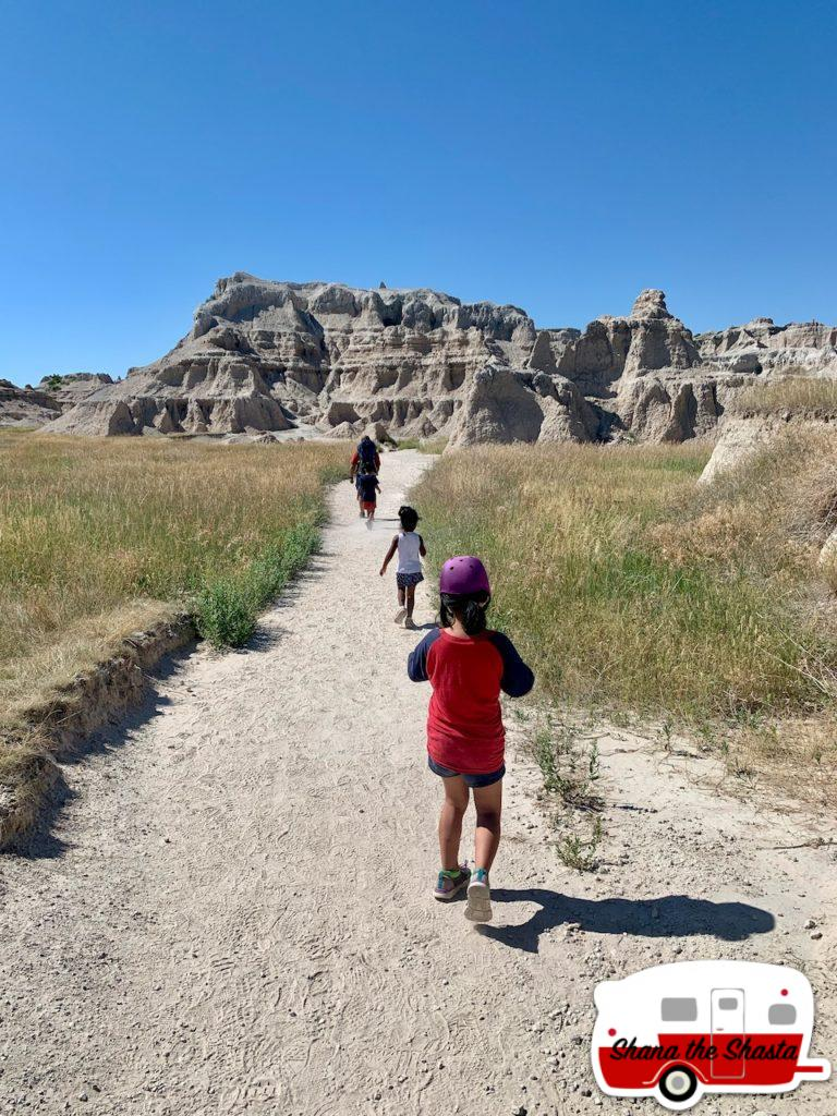 Hiking-the-Badlands-South-Dakota