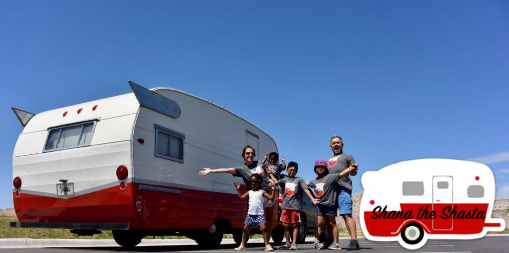 Retro-Camper-Cross-Country-Family-Trip