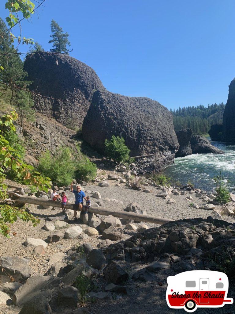 Shore-of-Spokane-River-in-Spokane