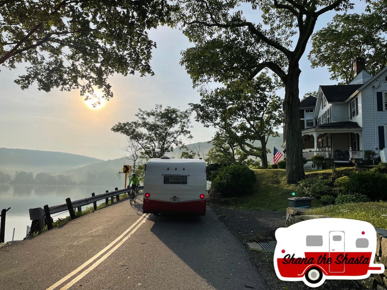 Vintage-Camper-Rounding-Old-Mansion-on-Lake-Waramaug