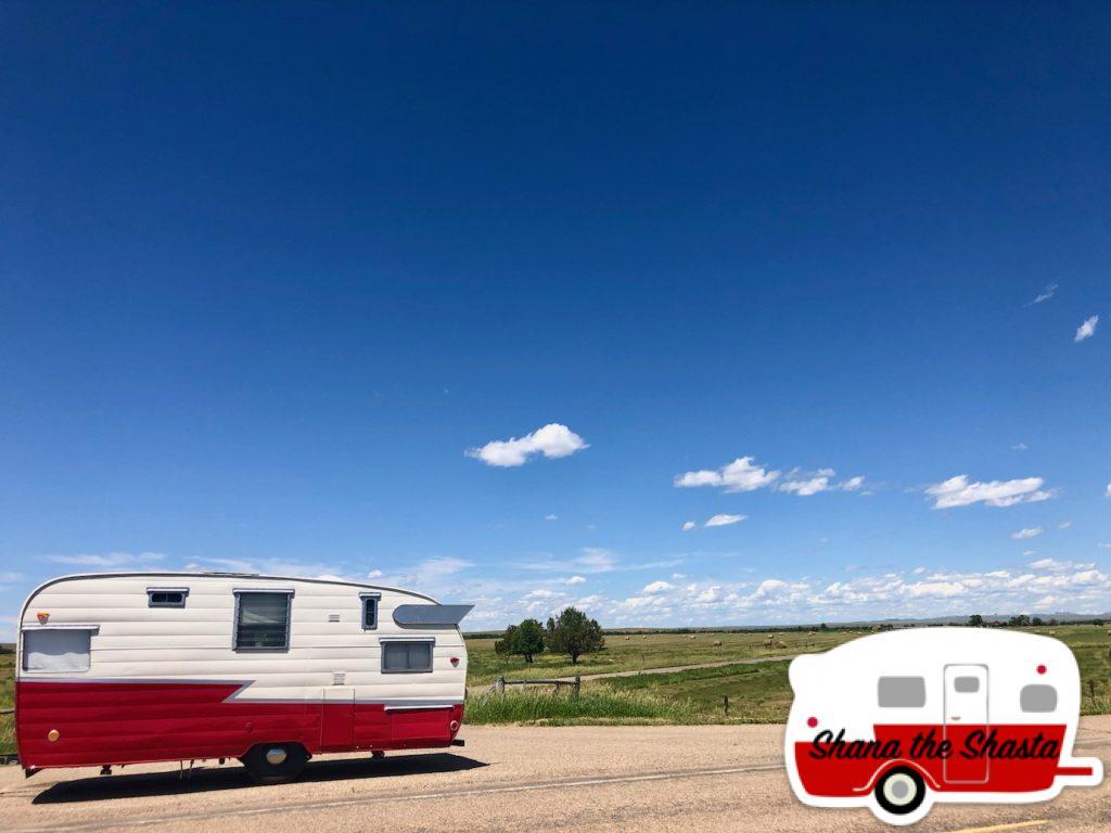 Vintage-Camper-in-Big-Sky-Montana