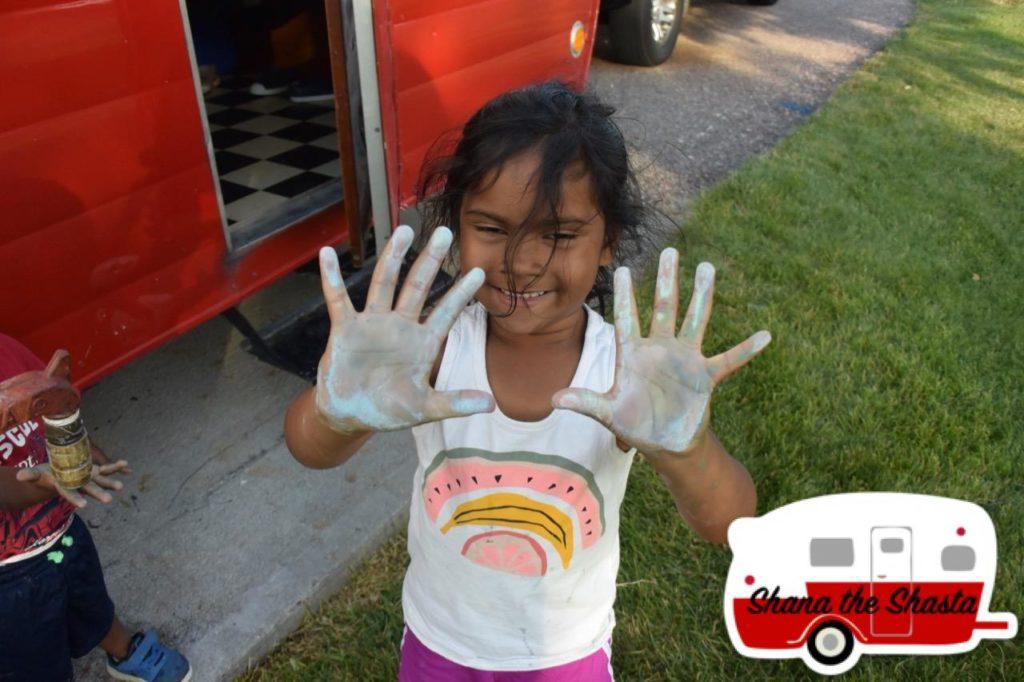 robidoux sideway chalk hands